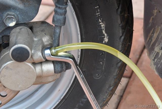 Тормозная жидкость для скутера – советы и рекомендации по эксплуатации