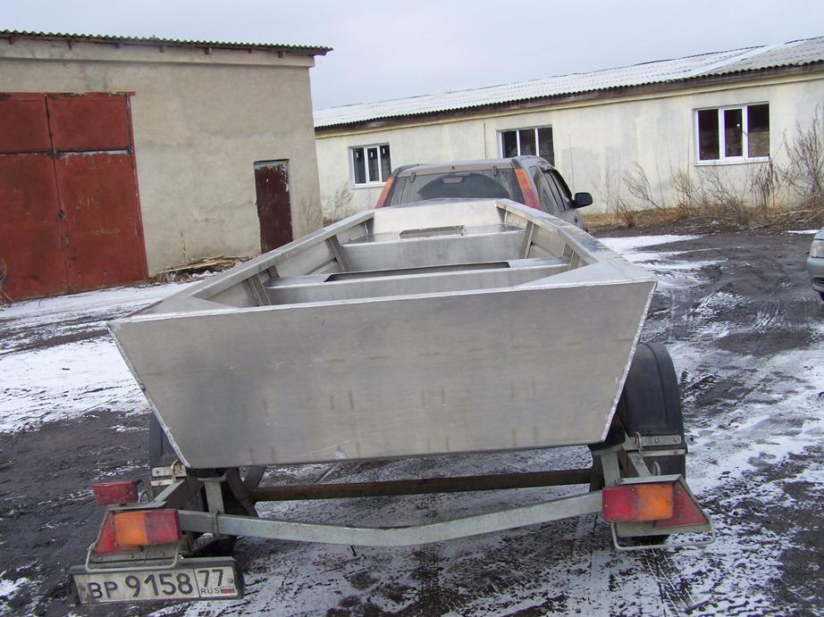 Самодельная стальная рабочая лодка