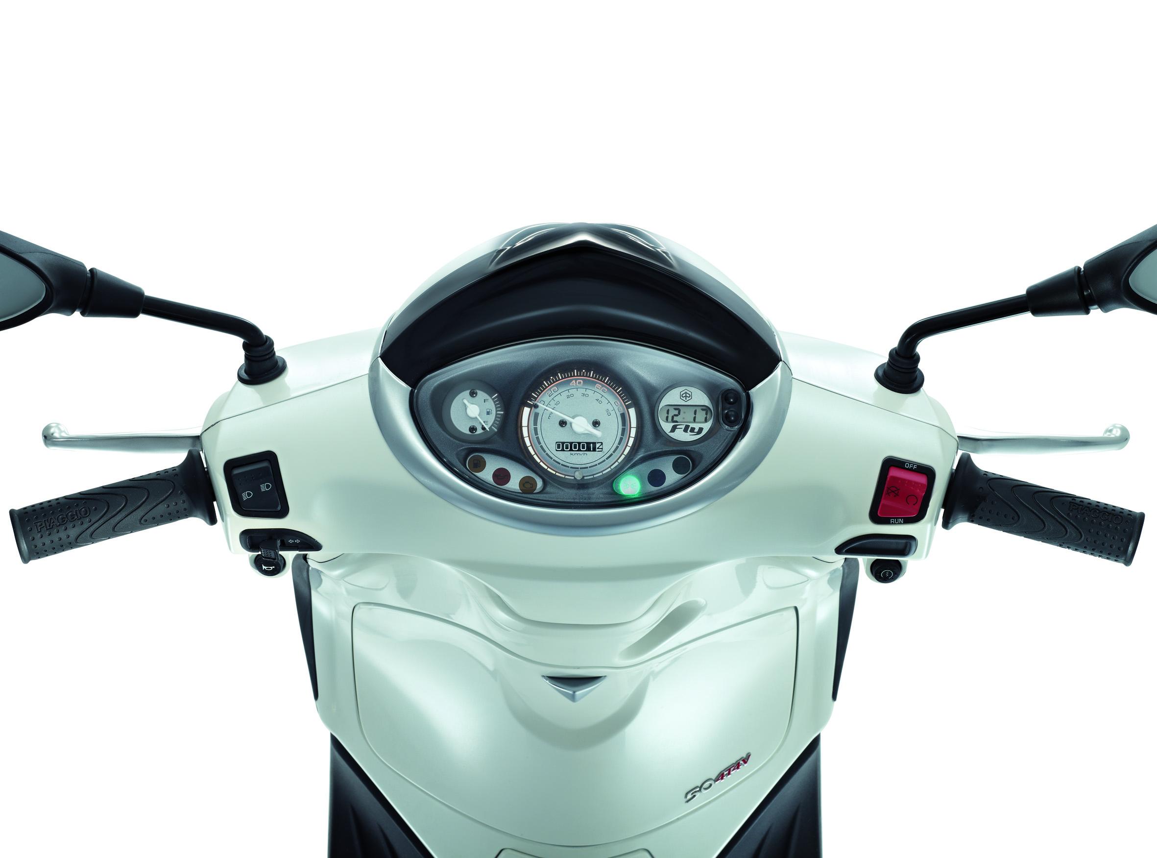 Обзор скутера Piaggio Fly 50 4V