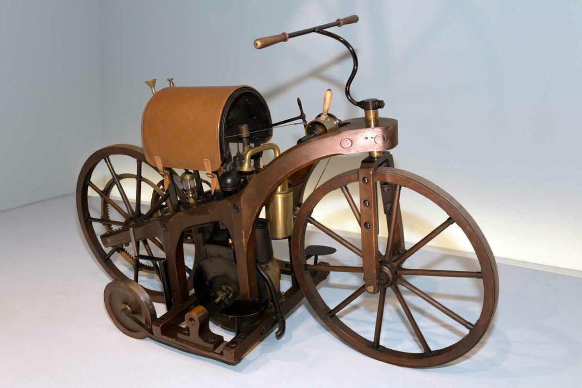 Первый мотоцикл в истории и первые серийные модели