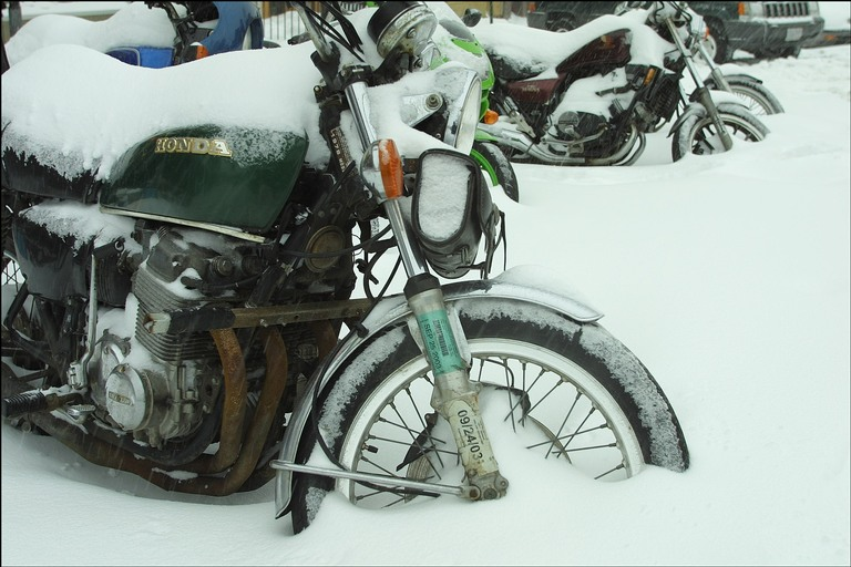 Каким образом сохранить мотоцикл в зимнее время в случае, если нет гаража?