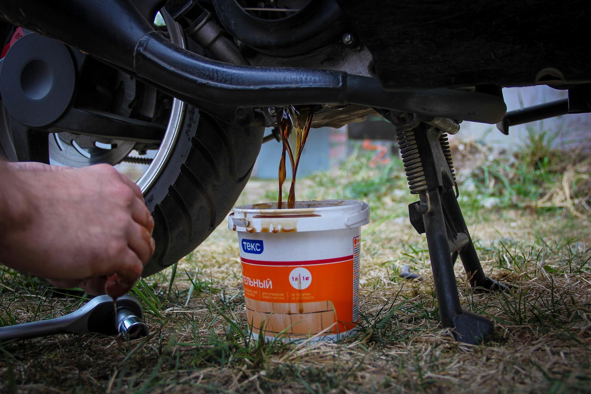 Как заменить моторное масло на скутере