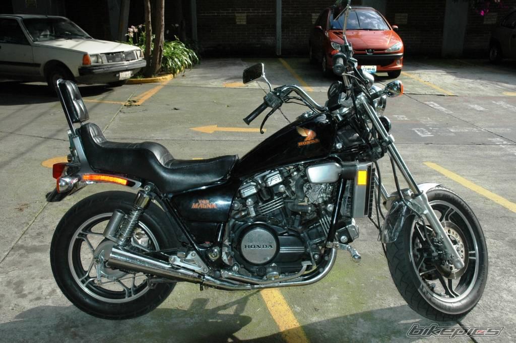 Honda VF 750 Magna (V45)