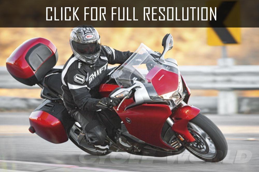 Тест-драйв мотоцикла Honda VFR1200FD