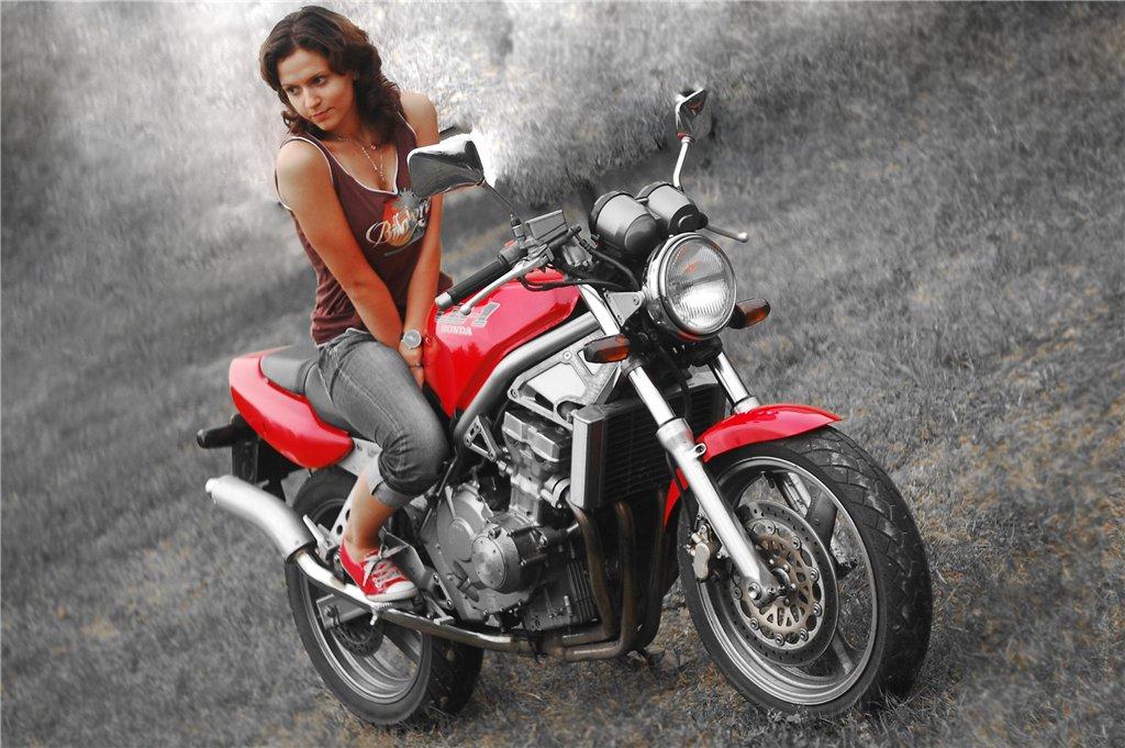 Выбор первого дорожного мотоцикла для девушки