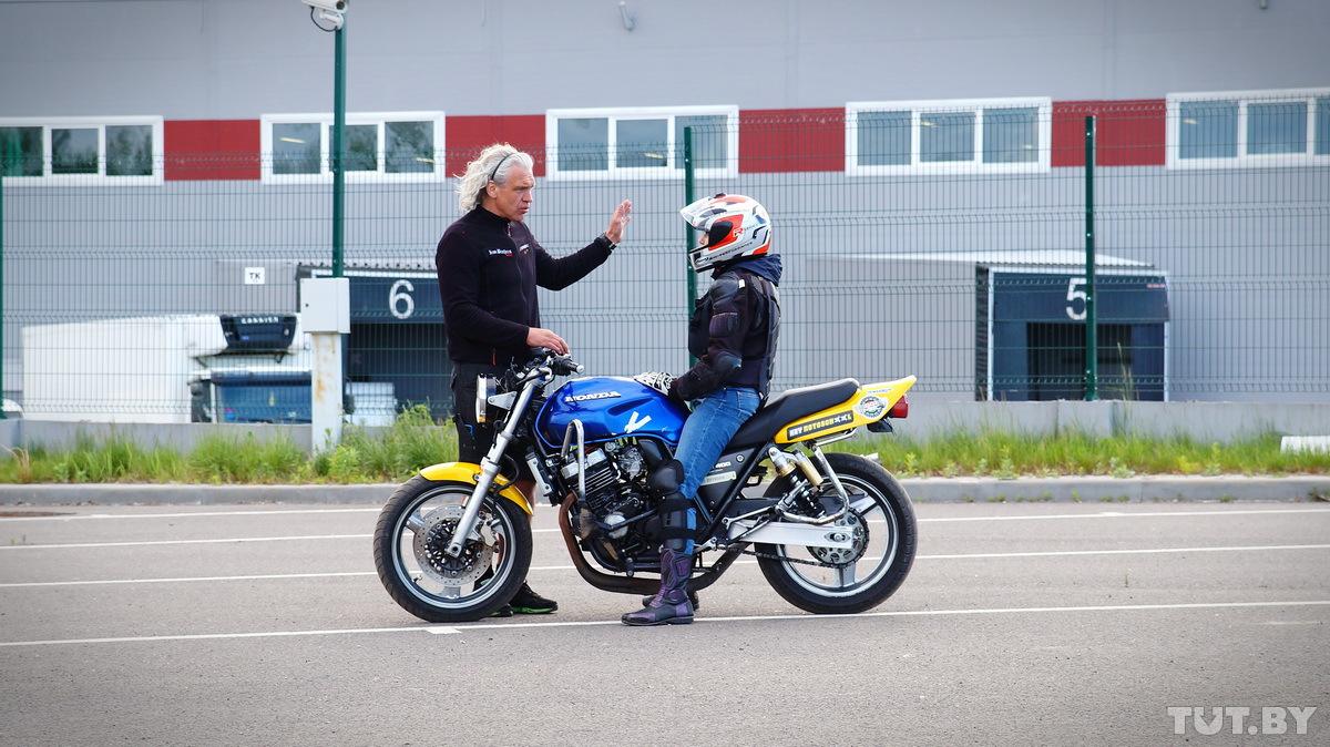Обучение езде на мотоцикле необходимо прежде всего