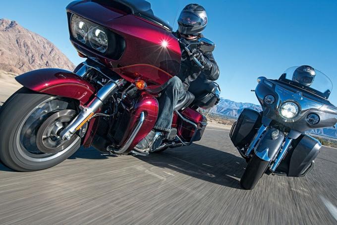 СРАВНИТЕЛЬНЫЙ ТЕСТ: Harley-Davidson Road Glide Ultra против Indian Roadmaster