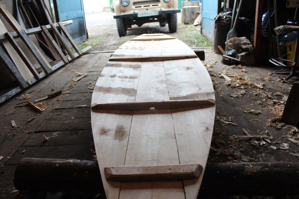 Самодельная деревянная рабочая лодка