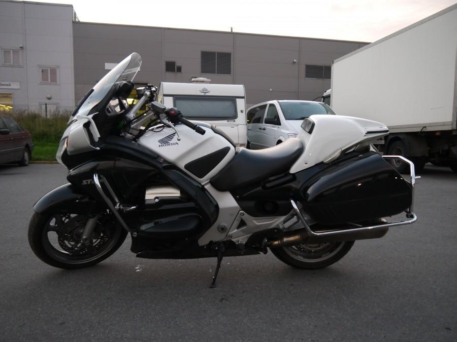 Тест-драйв мотоцикла Honda ST1300 Pan European