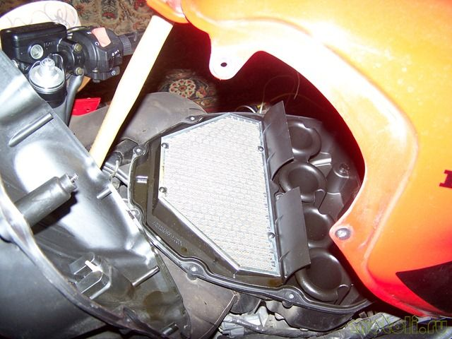 Как заменить воздушный фильтр и свечи на Honda CBR 600 F4i