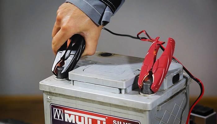 Как зарядить разряженный аккумулятор автомобиля