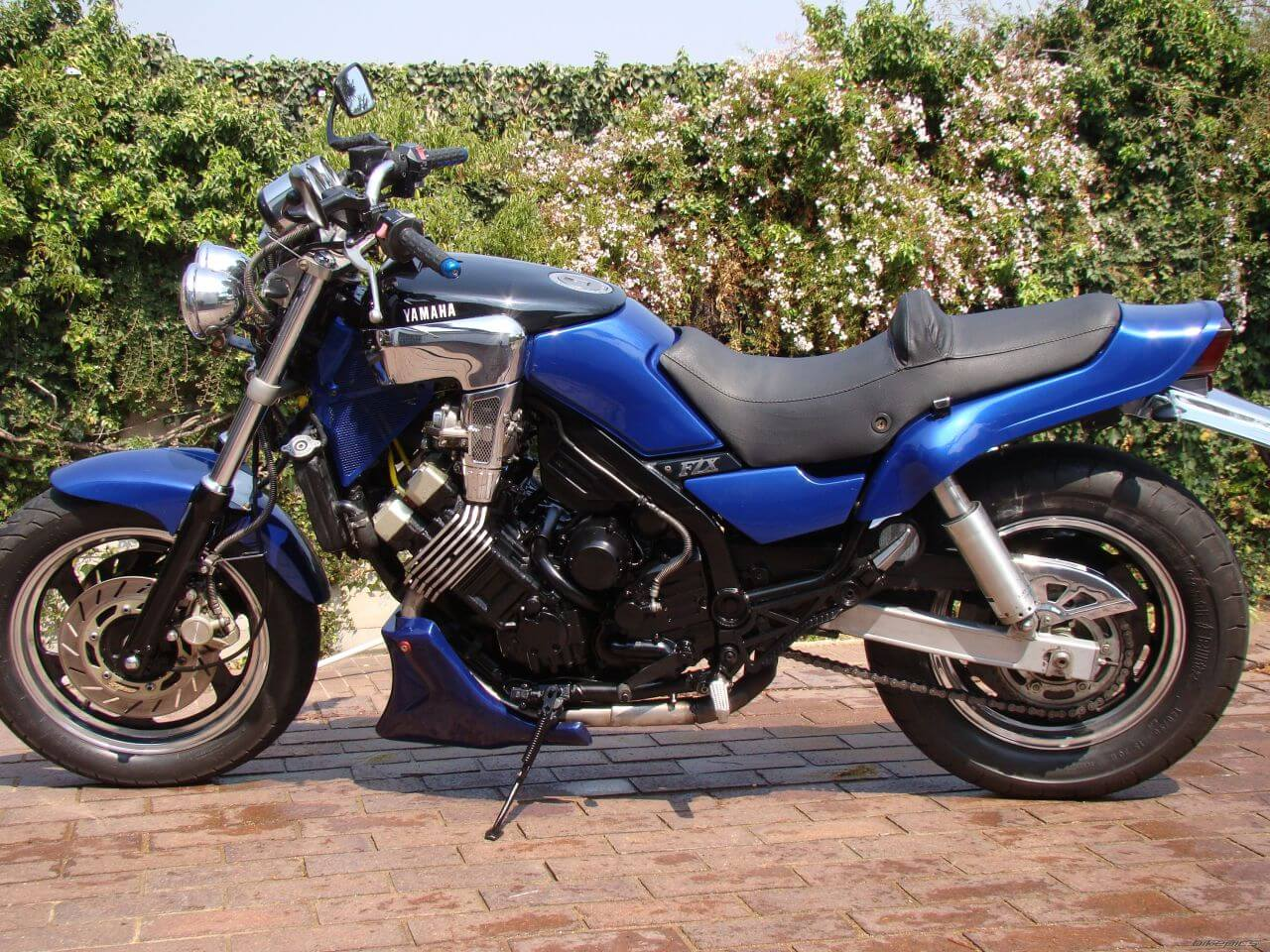 Уникальность - секрет успеха Yamaha FZX 750 Fazer