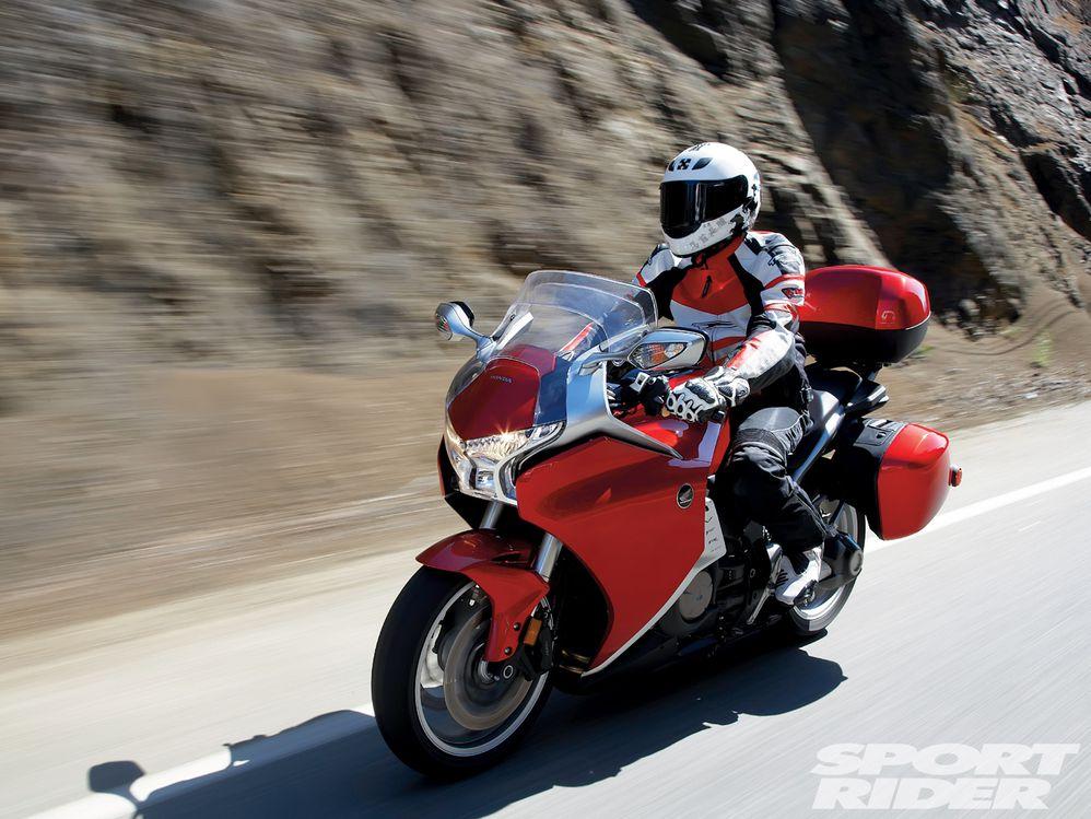 Тест-драйв мотоцикла Kawasaki 1400 GTR