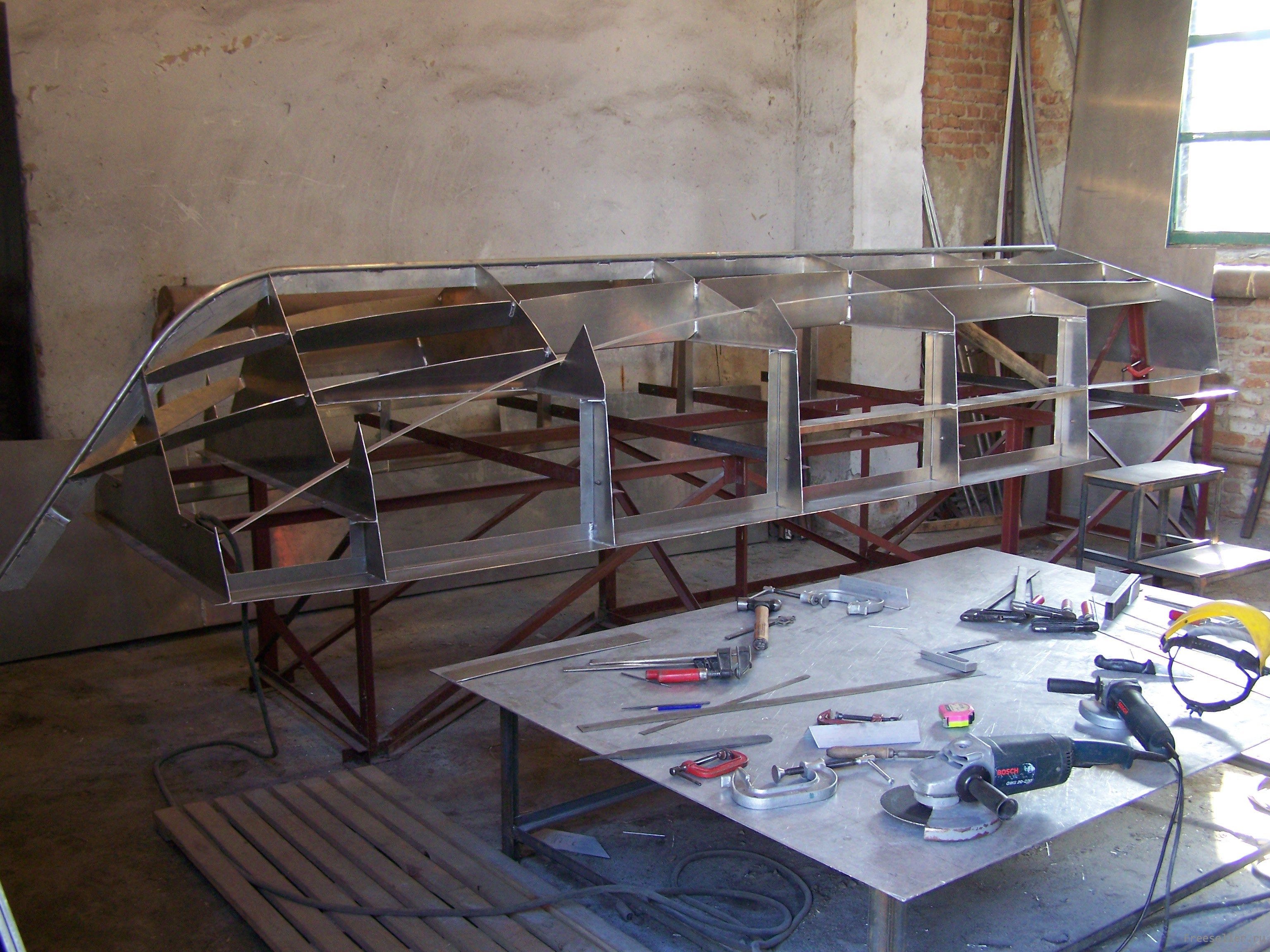 Рабочее место для изготовления самодельной лодки