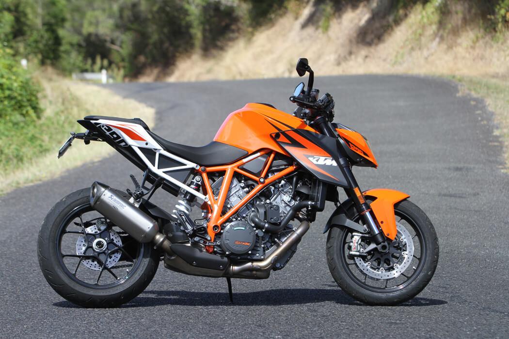 KTM 1290 Super Duke R - Мощь и дизайн в одном чёрно-оранжевом флаконе