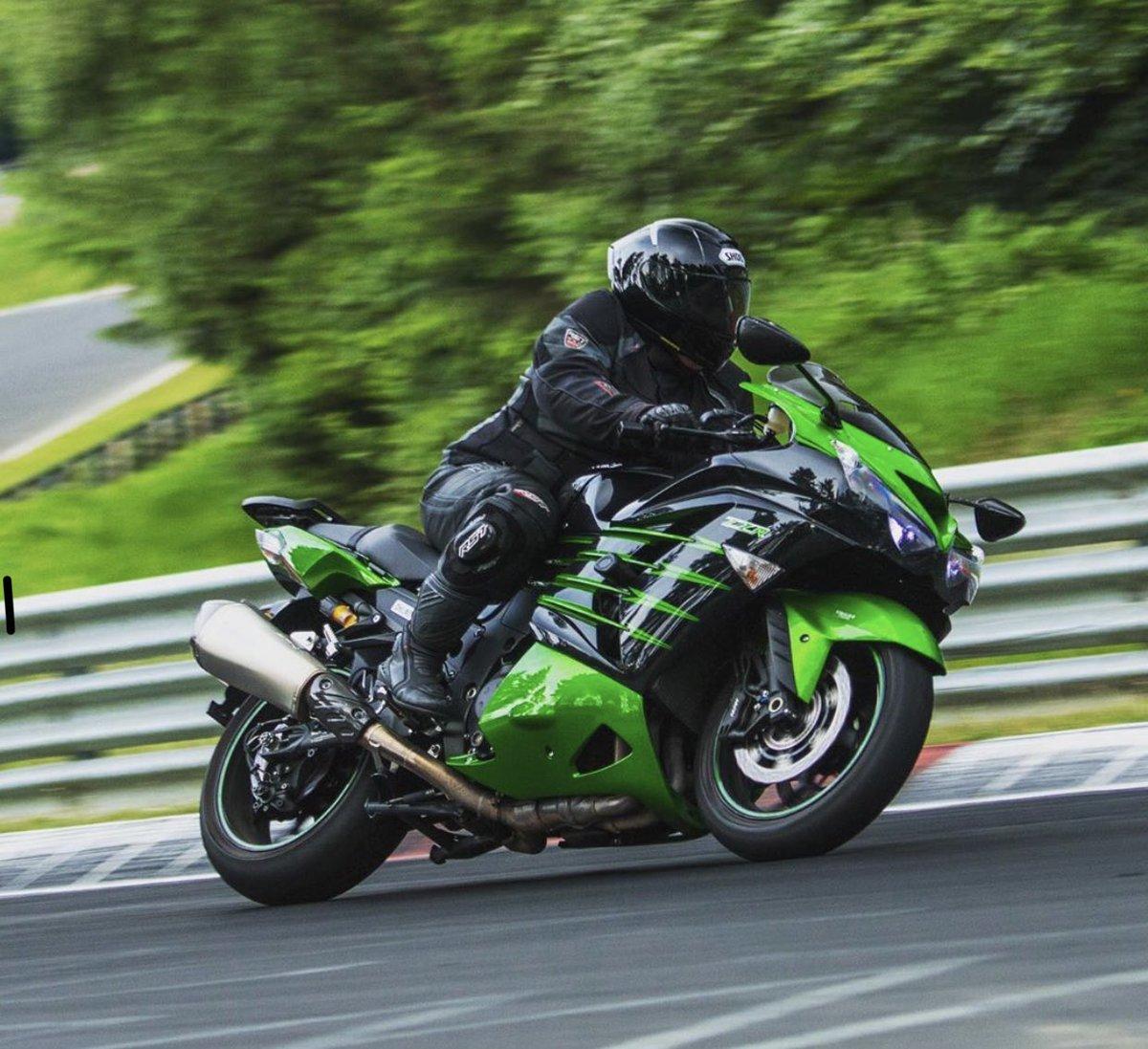 Тест-драйв мотоцикла Kawasaki ZZR1400 (ZX14R)