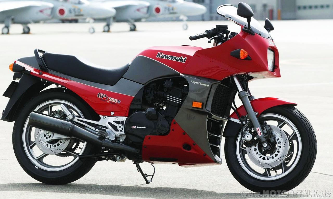 Kawasaki GPZ900R (GPZ 900, ZX900A, Ninja 900)