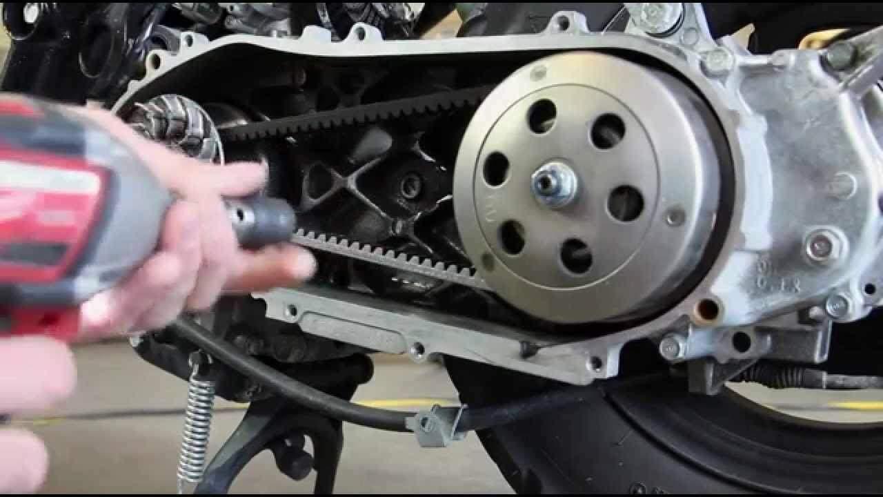 Удаление нагара в двигателе двухтактного скутера