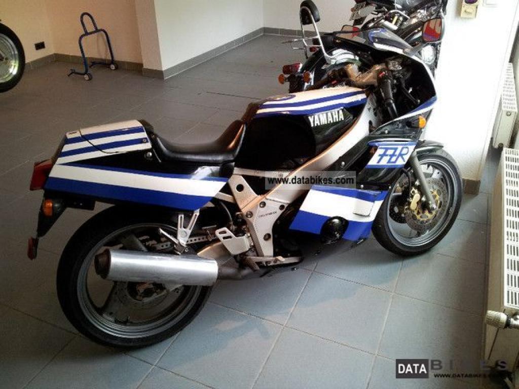 Тест-драйв мотоцикла Yamaha FZR400RR