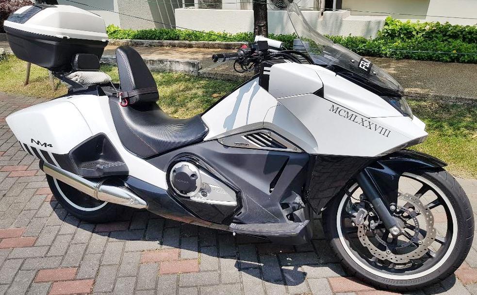 Обзор мотоцикла Honda Honda NM4 Vultus