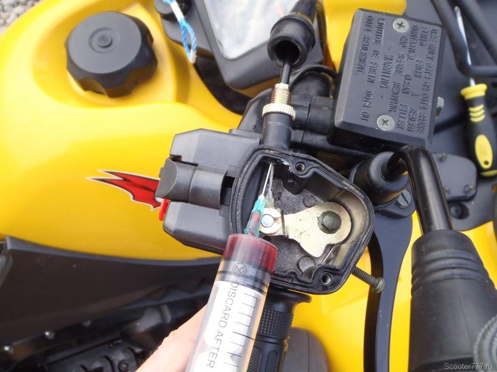 Смазка тросиков управления – простой метод