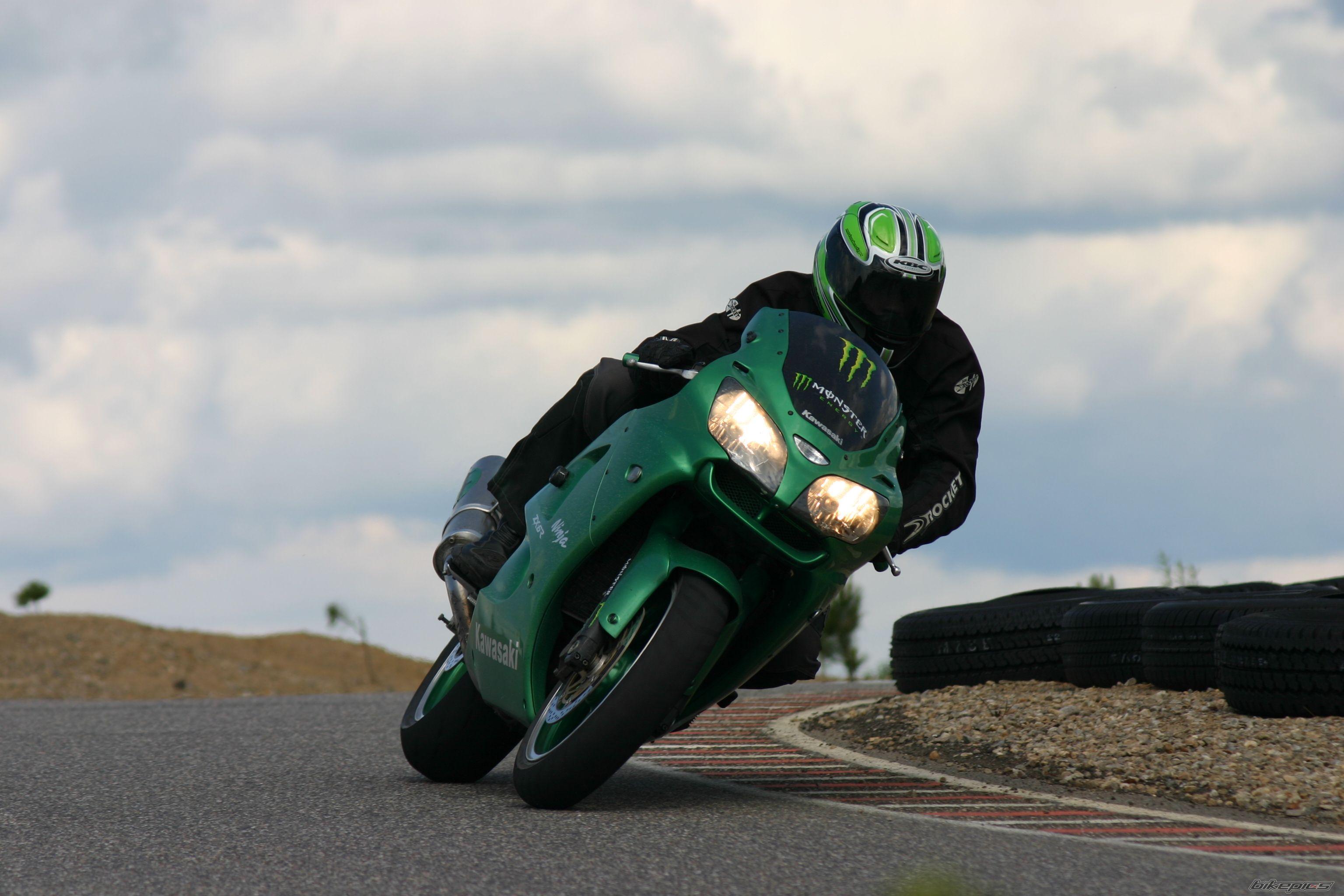 Тест-драйв мотоцикла Kawasaki ZX-6R