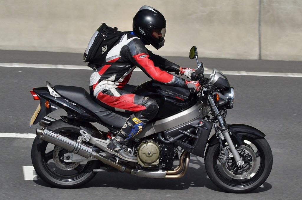 Honda (Хонда) Х 11 — обзор мотоцикла первого в своем классе
