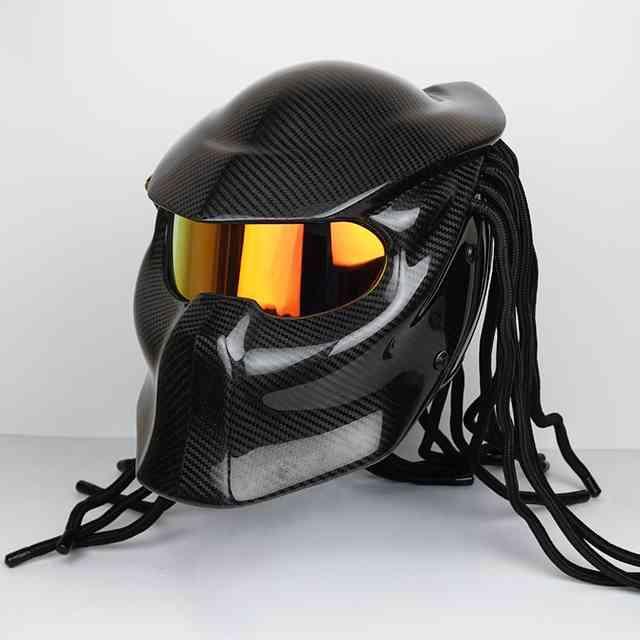 Эффектный шлем для мотоциклиста — мотошлем «Хищник»