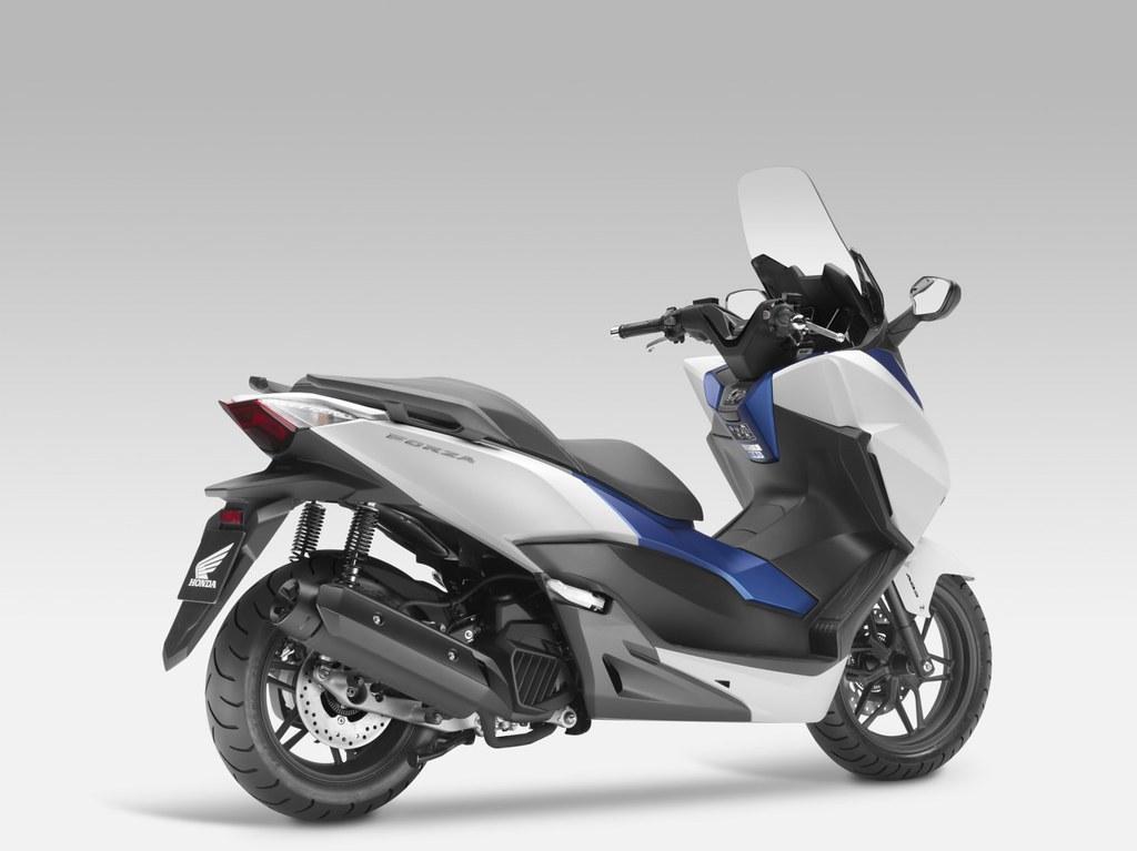 Компания Honda выпускает на рынок новый скутер Honda Forza