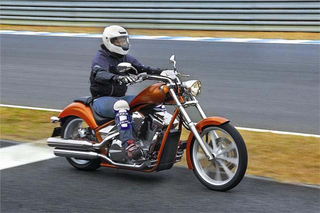 Тест-драйв мотоцикла Honda VT1300CX Fury