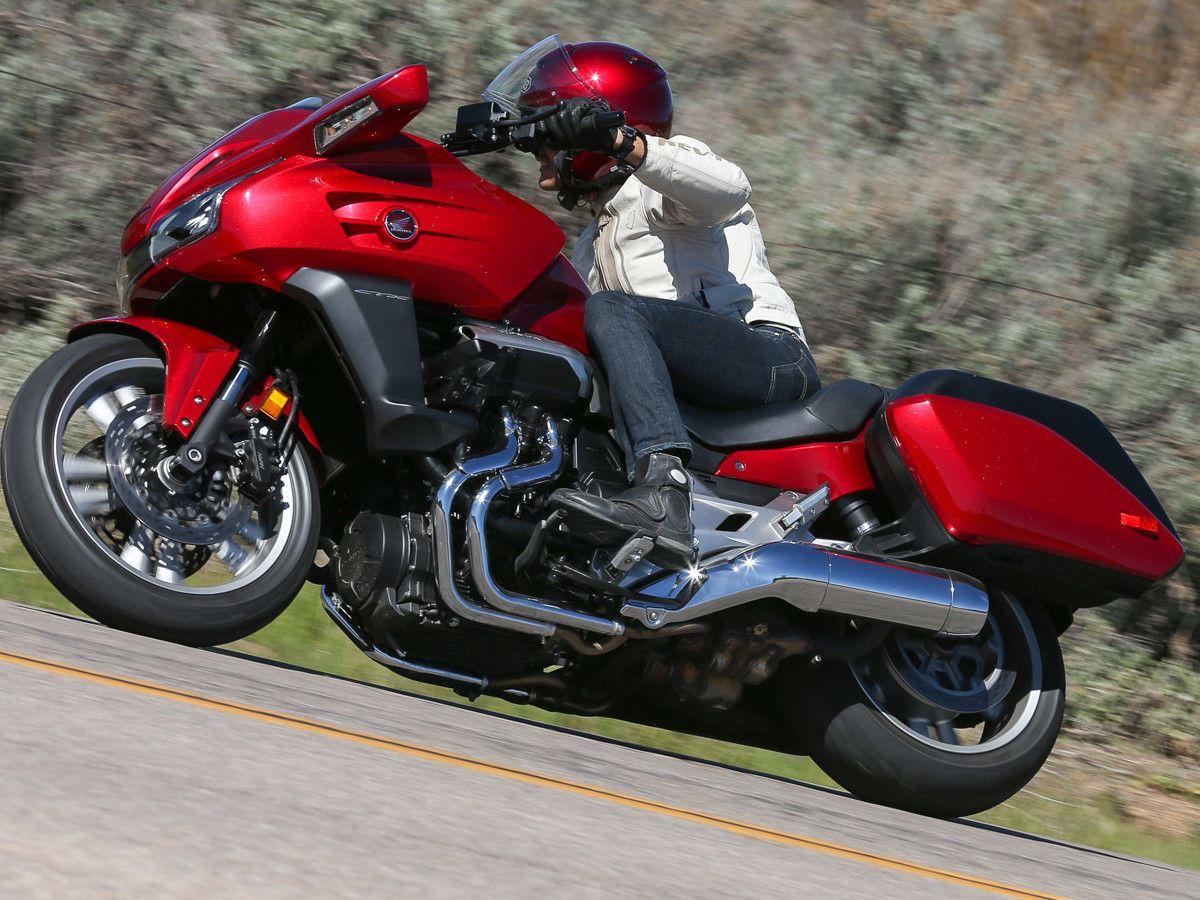 Тест-драйв мотоцикла Honda CTX1300