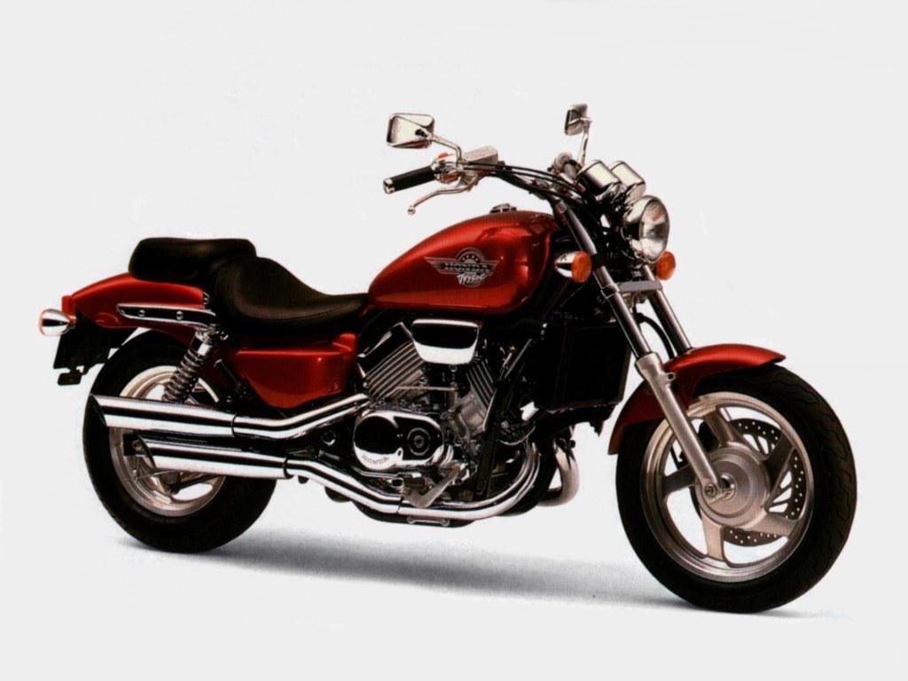 Тест-драйв мотоцикла Honda VF750 Magna