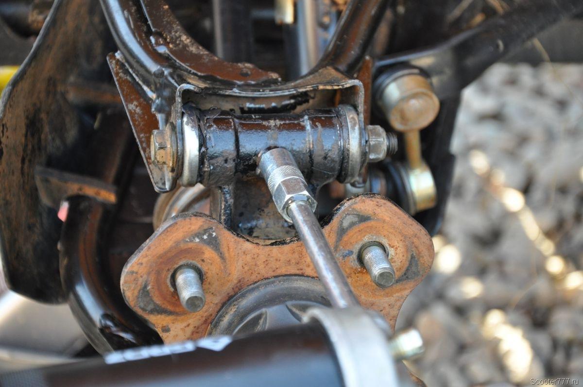 Шприцевание кулаков задних рычагов квадроцикла CFMOTO
