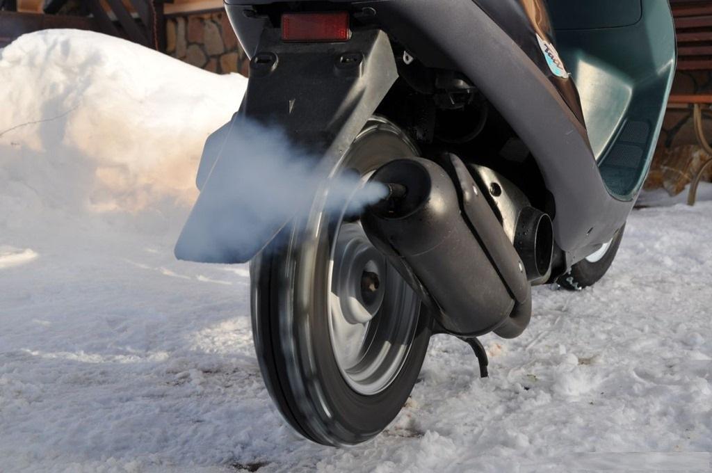 Почему скутер плохо заводится зимой