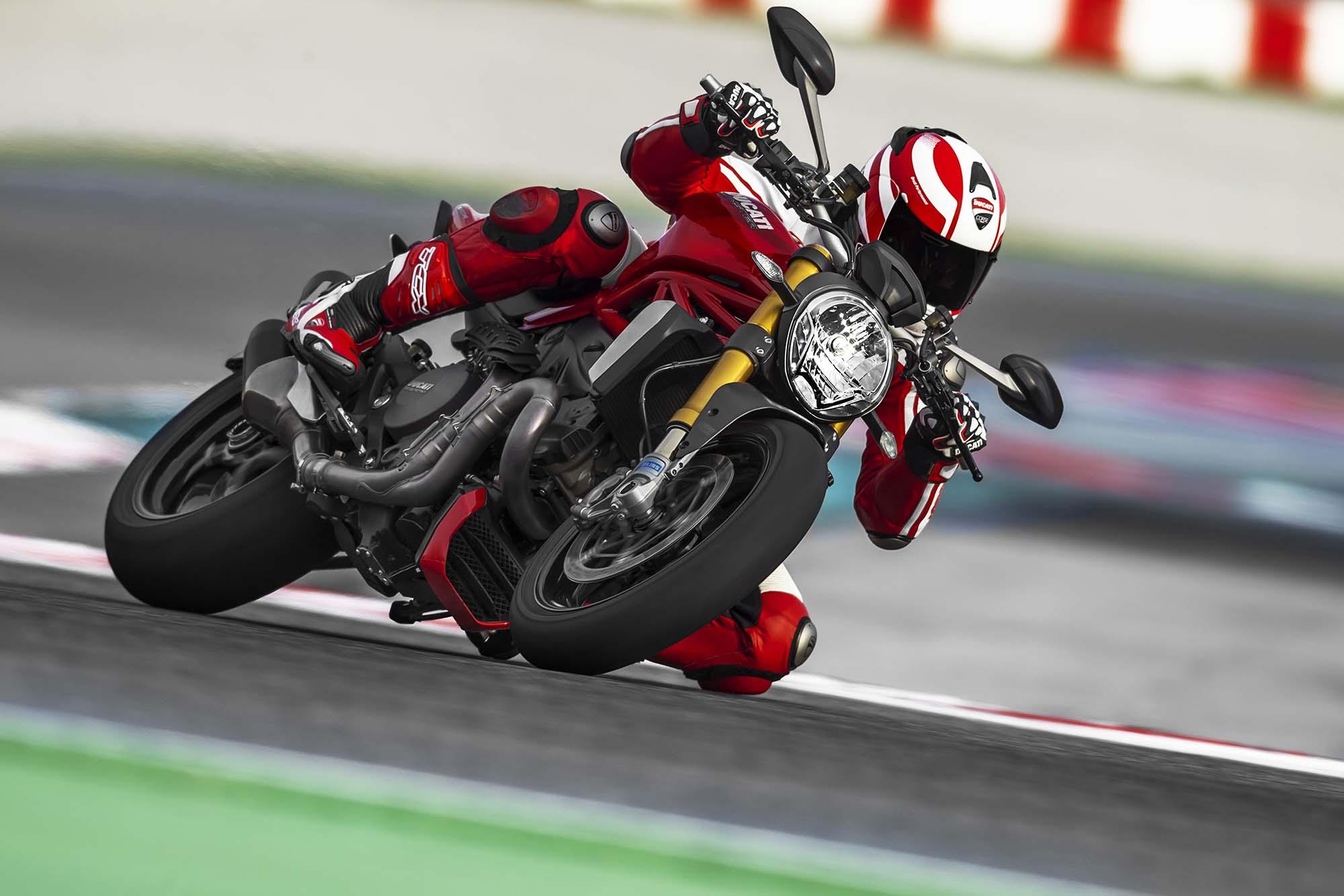 Итальянский байк Ducati Monster 400 — мотоцикл для огромных мегаполисов