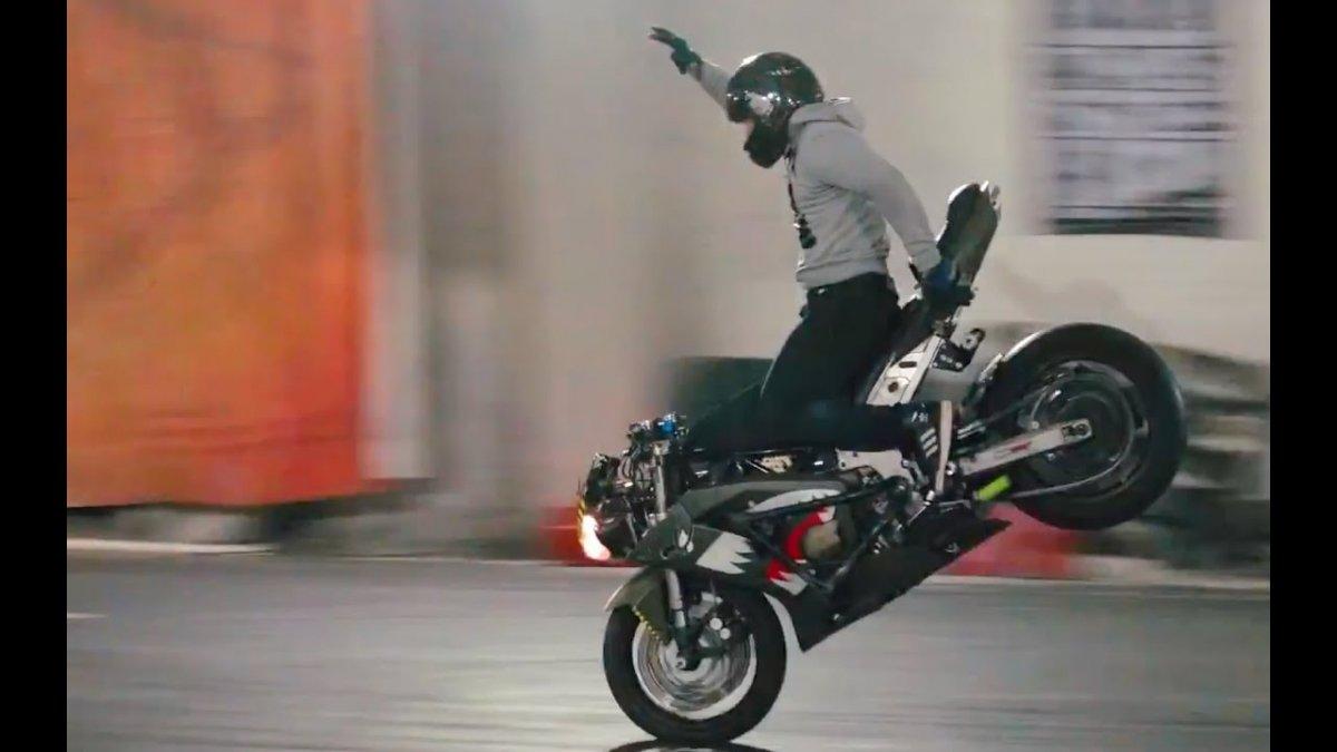 Стант на мотоцикле. Трюки на мотоциклах. Стантрайдинг. Падения. Вилли, стоппи на мотоцикле