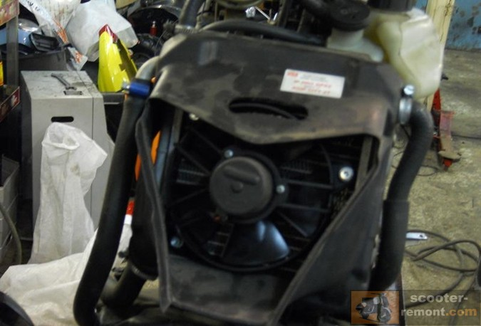 Обслуживание жидкостной системы охлаждения на скутере